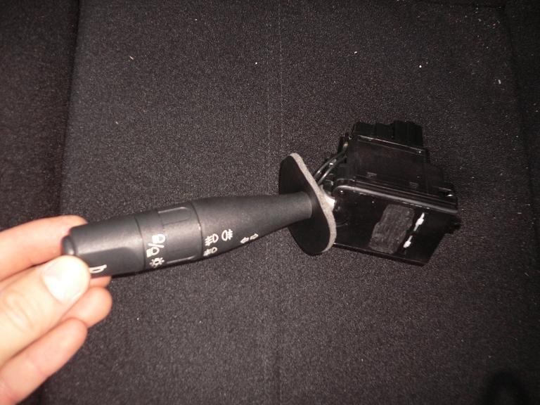 schema de montage antibrouillard avec relais sur une saxo bic 1 1 citro n m canique. Black Bedroom Furniture Sets. Home Design Ideas